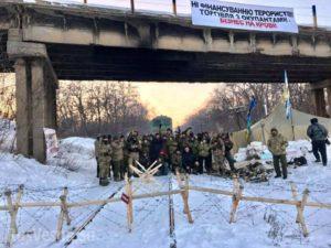 Блокада Донбасса: активистам предлагали по 400 гривен в день