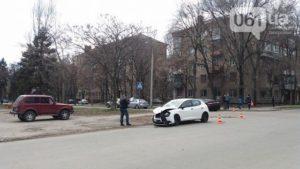В центре Запорожья столкнулись две иномарки - ФОТО