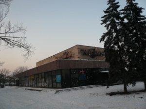 Как феникс из пепла: в Запорожье намерены возродить давно заброшенный кинотеатр