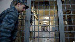 Сотрудник Запорожского СИЗО сбывал наркотики осужденному