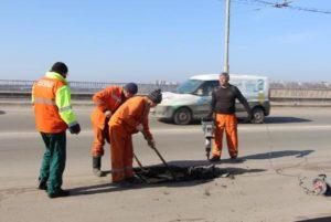 Внимание автомобилистам: на плотине ДнепроГЭСа начались ремонтные работы дорожного покрытия - ФОТО