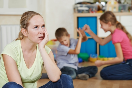 Запорожец хочет лишить сестру родительских прав на детей