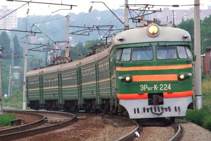 Запорожские полицейские не могут установить личность подростка, которого насмерть сбил поезд