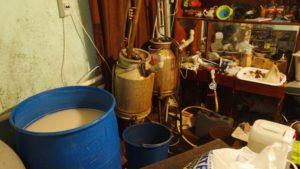 В Запорожье два подпольных цеха продавали алкоголь через интернет - ФОТО, ВИДЕО