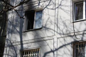 В Запорожье в пылающей квартире едва не погибли маленькие дети - ФОТО