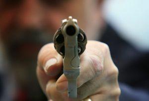 В Запорожье двух парней посадят на восемь лет за разбойное нападение на прохожего