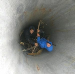 Запорожские школьники попали в бетонную ловушку - ФОТО