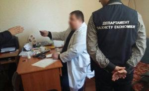 В Запорожье задержали врача, который требовал деньги за оформление инвалидности - ФОТО