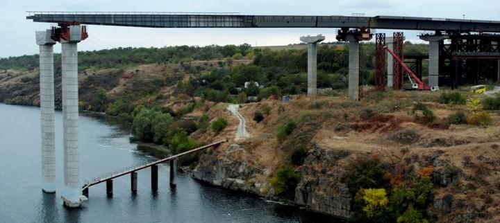 Запорожские депутаты не уверены в том, что правительство направит 250 миллионов гривен на строительство мостов