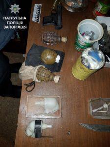 Прибыв на семейную ссору, запорожские патрульные обнаружили арсенал оружия и