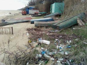 В Запорожской области одно из предприятий самовольно захватило участок земли и загрязнило ее отходами