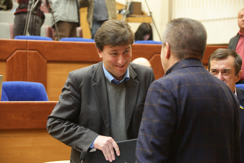 Экс-губернатор Запорожской области Александр Старух за год не заработал ни копейки, но имеет недвижимость в Киеве
