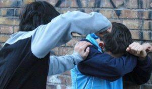 В Запорожской области подростки избили школьника – ВИДЕО