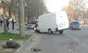 В Запорожской области микроавтобус протаранил билборд - ФОТО