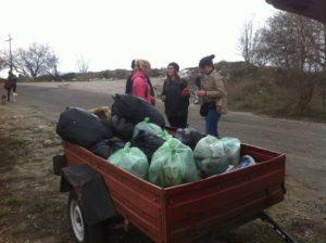 В Запорожье во время субботника на заповедной территории собрали 40 мешков мусора - ФОТО