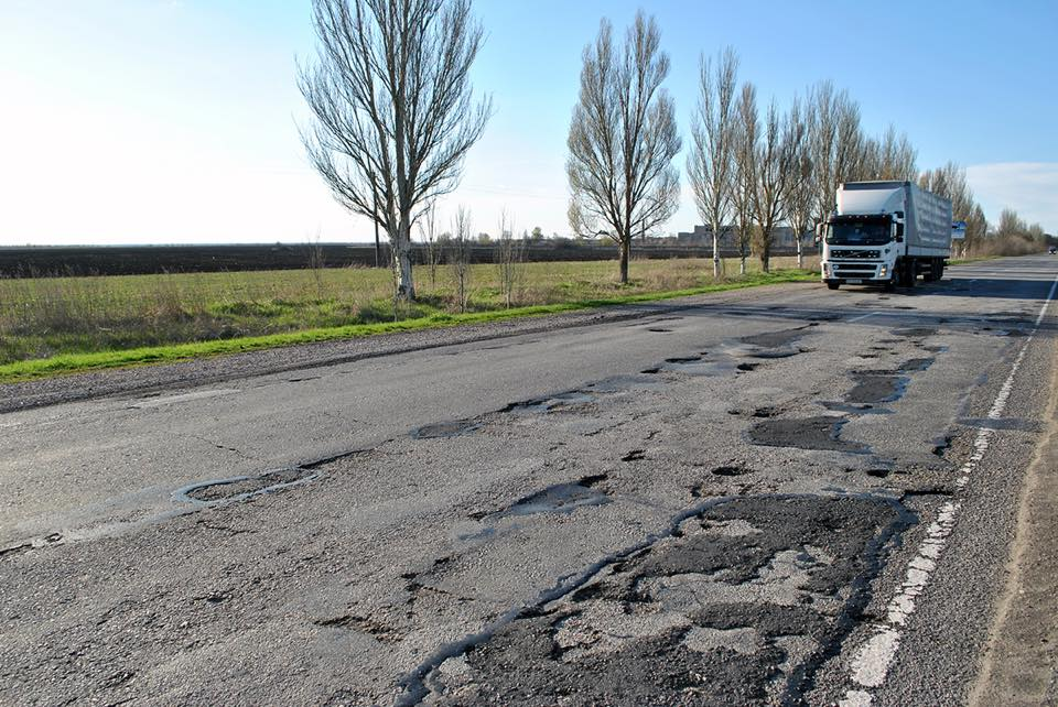 Директора Запорожского облавтодора уволили из-за жуткого состояния дорог - ФОТО
