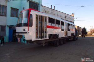 В Запорожье привезли корпус нового трамвая - ФОТО