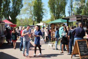 Пончики, барбекю и устрицы: в Запорожье набирает обороты фестиваль уличной еды - ФОТО