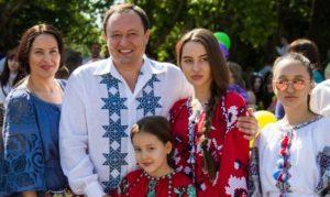 Брендовая одежда и отдых в Майами: как живут дети Константина Брыля на «чиновничью» зарплату - ВИДЕО