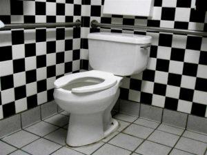 Кому в апреле в Запорожье перекроют канализацию за неуплату услуг