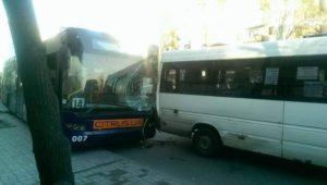 В центре Запорожья столкнулись троллейбус, маршрутка и автобус - ФОТО