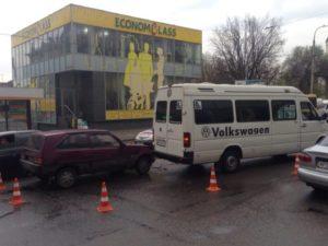 В Запорожье произошло очередное ДТП с участием маршрутки - ФОТО