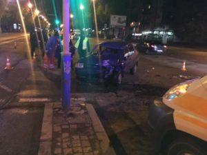 В Запорожье пьяный таксист спровоцировал ДТП - ФОТО, ВИДЕО