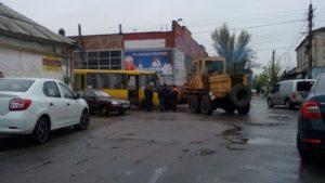 В Запорожской области маршрутка столкнулась со спецтехникой автодора - ФОТО