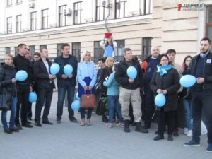 В Запорожье прошла акция в поддержку людей с аутизмом «Зажги синим» - ФОТО, ВИДЕО