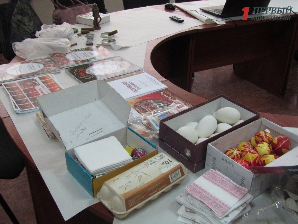 В Запорожье прошел мастер-класс по разрисовыванию пасхальных яиц - ФОТО