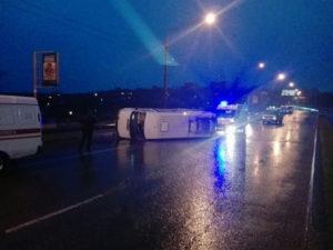 В Запорожье на дамбе перевернулась маршрутка с пассажирами - ФОТО