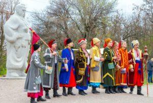 Освящение куличей, казацкий спектакль и ярмарка: как запорожцы отметили Пасху на Хортице - ФОТО