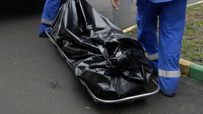 В Запорожье в подъезде многоэтажки обнаружили труп мужчины - ФОТО (18+)