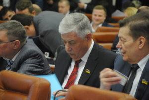 Депутат горсовета задекларировал 4 земельных участка, 3 дома, 3 автомобиля, 3 лодки и почти миллионный заработок