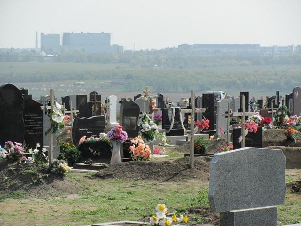 На запорожские кладбища ограничили въезд автотранспорта