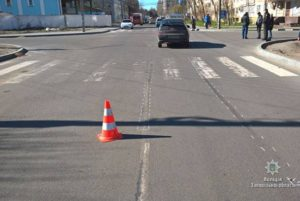 В Запорожской области на пешеходном переходе легковой автомобиль сбил женщину - ФОТО