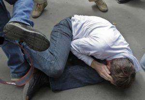 В Запорожской области на железнодорожном вокзале избили мужчину