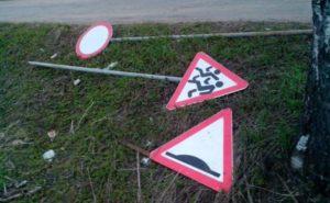 В Запорожской области задержали воров дорожных знаков
