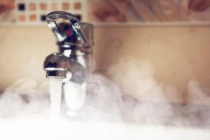 Жители одного из районов Запорожья на два дня остались без горячей воды - АДРЕСА