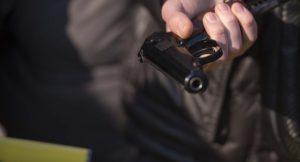 В Запорожье возле общежития мужчина открыл стрельбу по девушкам