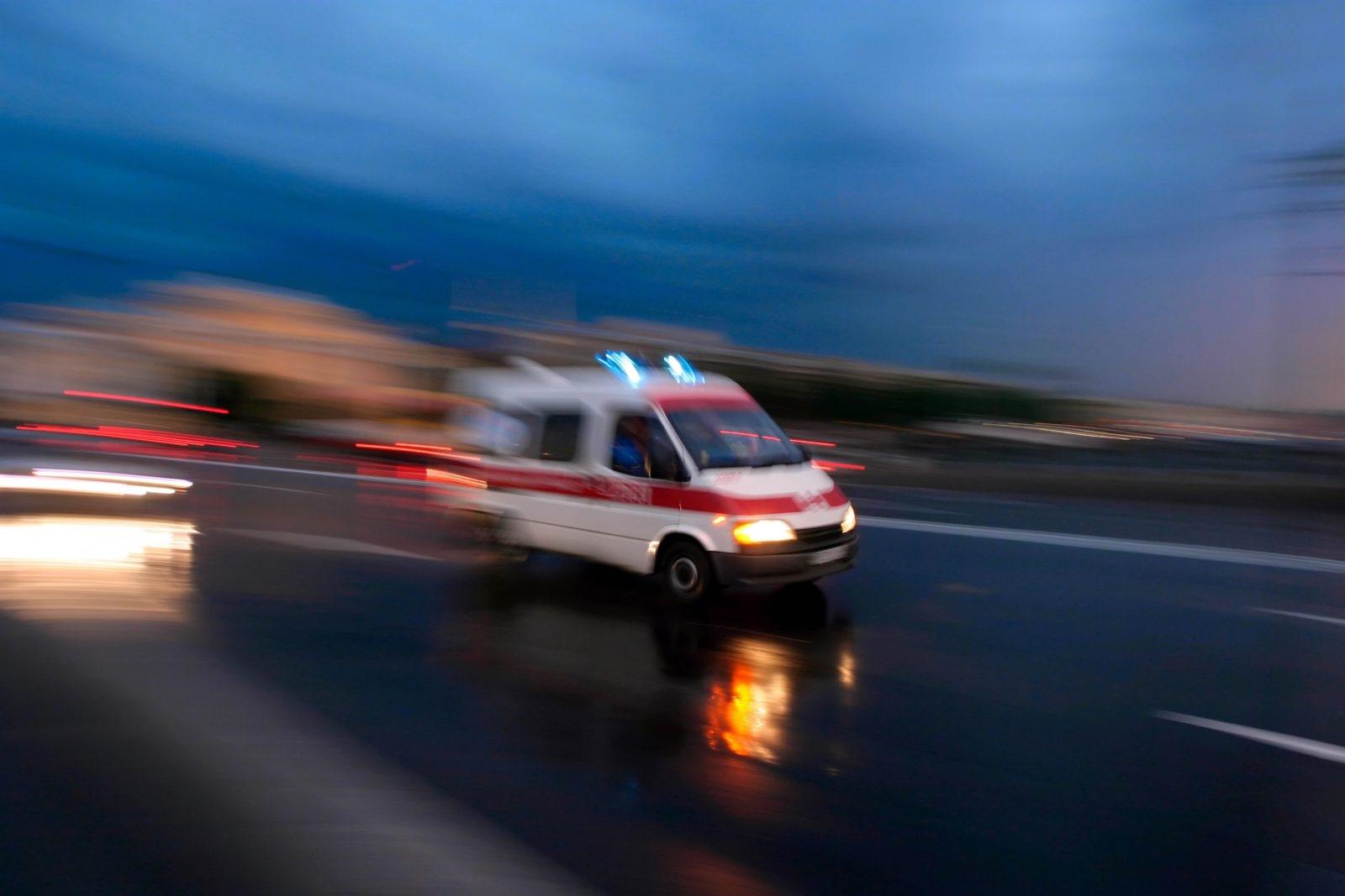 В Запорожье с недостроенного моста упал автомобиль - ФОТО