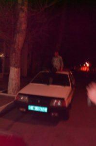 Житель Запорожской области поплатилсяза танец на крыше полицейской машины