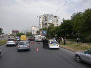 В Запорожье перевернулся микроавтобус с клубникой - ФОТО