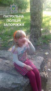 В Запорожье пьяная мать оставила ребенка на попечение бомжей - ФОТО
