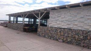 Новое летнее кафе на Набережной стало предметом спора между коммерсантами и чиновниками - ФОТО