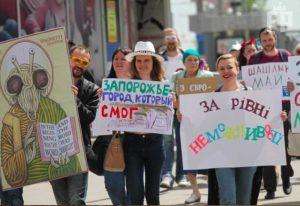 Запорожцы отметили Первомай шествием с Макаронным Монстром - ФОТО