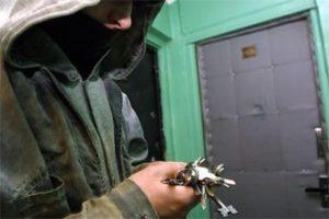 В Запорожье квартирные воры ограбили пeнсионера и тут же были пойманы на «горячем» - ВИДЕО