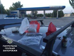 Джекпот: по Запорожью разъезжал автомобиль с боеприпасами и наркотиками - ФОТО
