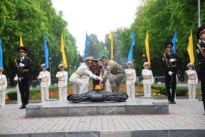 В Запорожье на Аллее Боевой Славы зажгли «Огонь памяти» - ФОТО