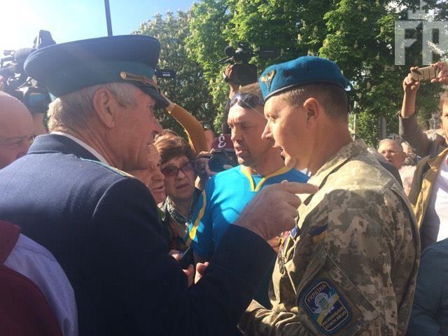 В Запорожье произошли столкновения на акции возле здания мэрии - ФОТО, ВИДЕО